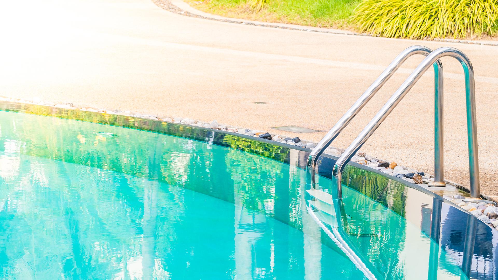 amenagement exterieur Bouches-du-Rhone-renovation de piscines PACA-paysagiste Arles-pose de liner Camargue-entretien de jardin Alpilles